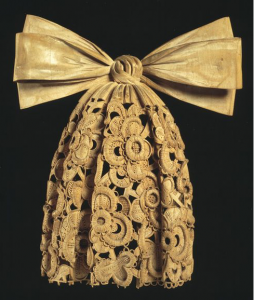 Cravat carved from Lime Wood by Grinling Gibbons. © Victoria and Albert Museum